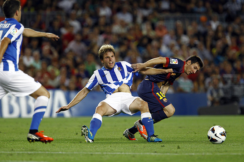 Illarra and Messi fighting for a ball at Camp Nou Stadium (19-08-12)