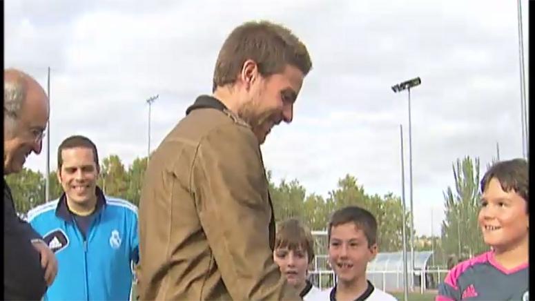 Illarra star guest in a Real Madrid Foundation football school (16-10-14) Real Madrid TV